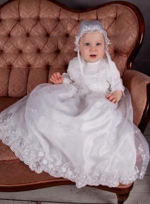 Robe bapteme longue bébé fille blanche satin brodée pas cher c2f163b3ba7