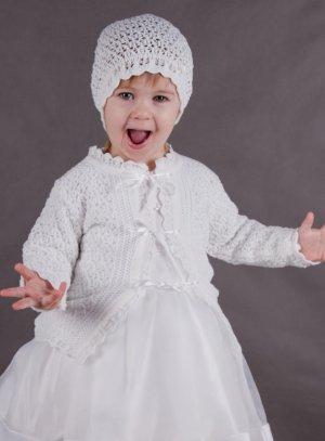 1198a3312aed SOLDES - Bonnet crochet + gilet baptême pour fille Adorable !