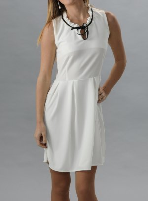 Robe de soiree courte blanche et noire