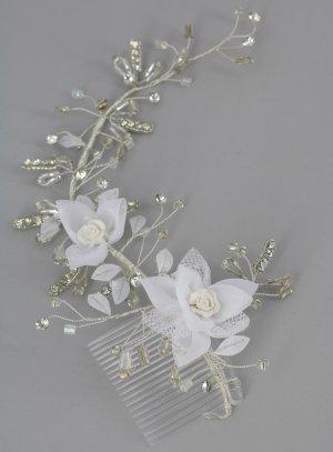 accessoire coiffure mariage avec fleurs et strass sur peigne