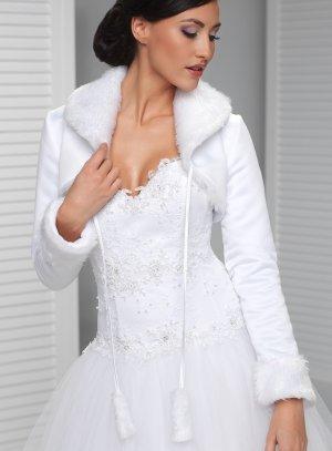 veste mariage hiver satin blanc et fourrure