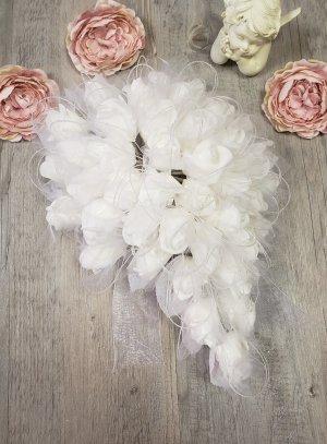 Bouquet de mariée tombant avec roses