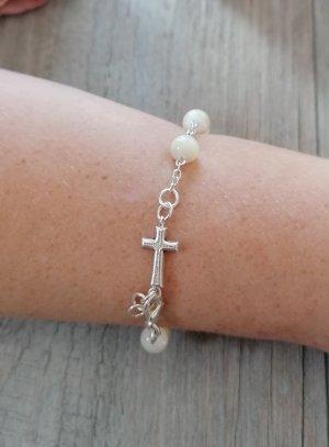 croix et chapelet blanc