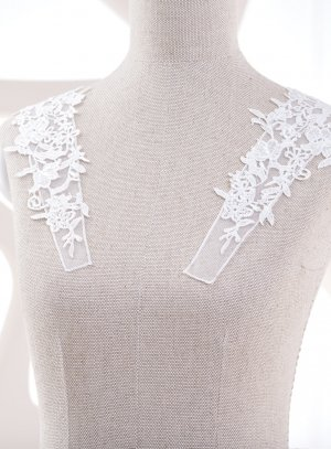 Bretelles ivoire pour robe de mariée avec application dentelle.