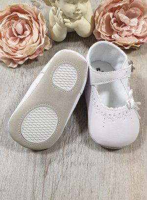 chaussons de baptême coeurs