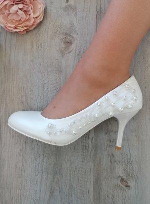 Chaussures de mariée blanches perles