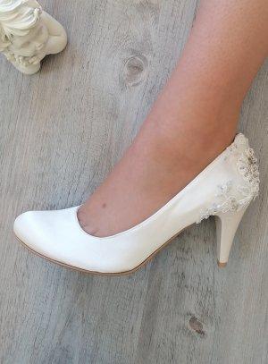 Chaussures cérémonie écru ivoire femme satin dentelles perlées