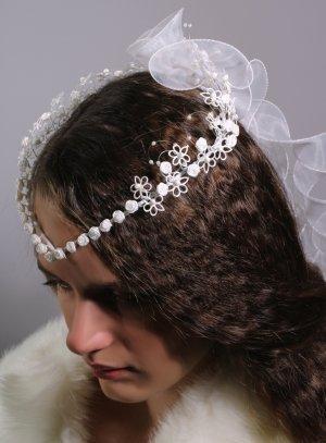 couronne pointe fleurs blanche pour enfant communion