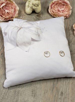 Coussin porte alliances blanc fleurs original