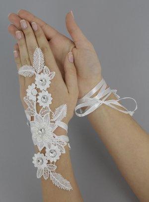 mitaine avec lacet pour mariée avec fleurs