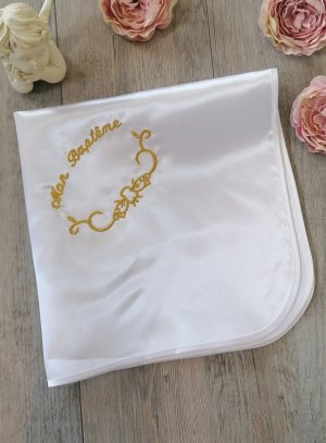 linge blanc de baptême en satin brodé Mon Baptême en or