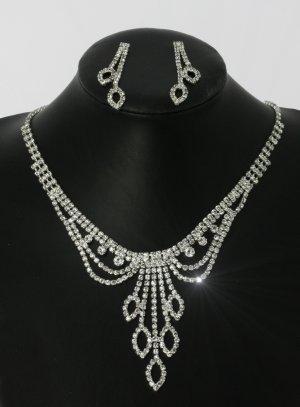 Parure bijoux collier + boucles comtesses