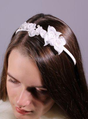 coiffure mariage communion enfant - serre tête fleurs blanche