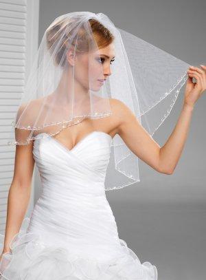 voile de mariée blanc avec couture et perles ondulées